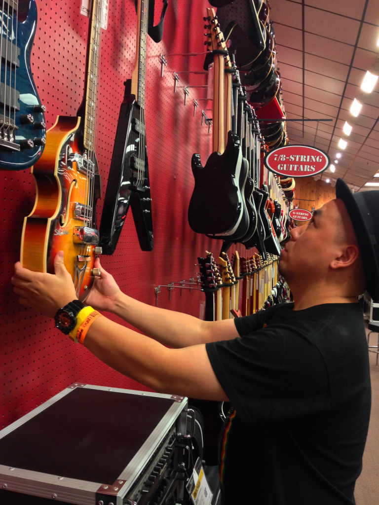 1020_At Guitar Center_02